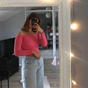 Cool rosa tröja att pimpa upp en tråkig outfit med! 😍