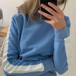 Säljer denna fina hoodie från Gina tricot, älskar den! Så skön men får ingen användning av den. Använt en gång <3 frakt tillkommer!