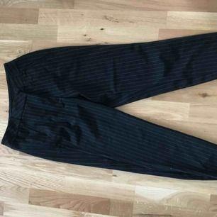 Kostymbyxor från Vero Moda, kritstrecksrandiga