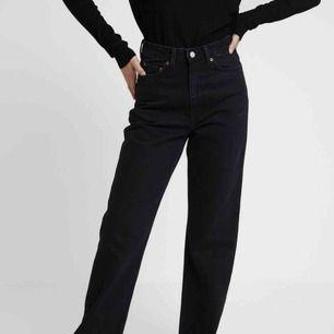 Skit fina nya jeans från Weekday! De är för stora för mig! ❤️ Helt nya med prislapp å allt!'