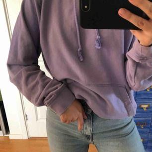 Lila  hoodie💜 säljer pga har alldeles för många hoodies. Frakt ingår ej
