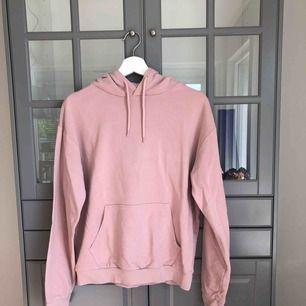 En tunn söt rosa hoodie. Köpt för 199kr på Cubus! :)
