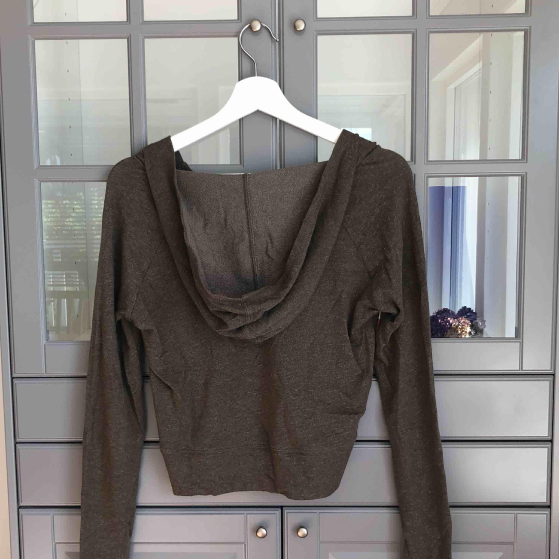En söt grön pullover köpt i USA :). Huvtröjor & Träningströjor.