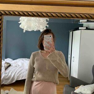 Fin beige stickad tröja, jättefin till både kjol och jeans!