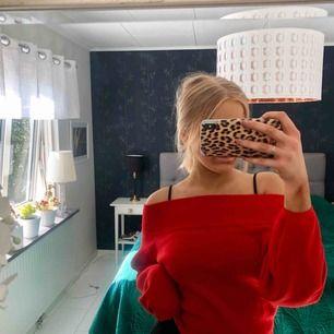 Säljer en jättefin stickad tröja från HM, storlek S. Knappt använd, men kan säkert hitta en ny ägare till hösten. Verkligen jättefin färg! :)
