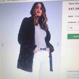 Är det något du ska ha i din höst  /vintern garderob så är det denna jackan. Köptes i slutet av vintern för 547kr . Jackan är i perfekt skick eftersom den är använd några gånger. Mitt pris 300 ! Köparen och jag delar på frakten 🥰