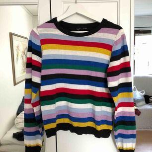 Tunt stickad tröja, lite glittrig som ni ser på bilden. Lappen är borttagen men tröjan är från Monki :)