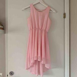 Söt klänning! Köpare betalar frakt. Rabatt vid köp av flera plagg! 💞