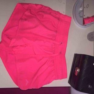 Jätte fina neon shorts, använd typ 3gånger
