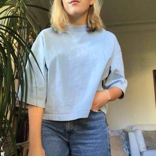 Jättefin babyblå tröja köpt på beyond retro :) perfekt skick 💞 skriv om du har några frågor :)