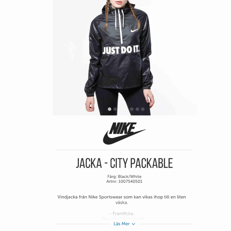 Vindjacka ifrån Nike Säljer för den inte kommer till användning  Nypris 599kr Möts upp i Knivsta/Uppsala  Köparen står för frakten!. Jackor.