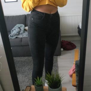Svarta jeans från Only :) Jättesköna, inte så styva. Bra för dig som är lång :) Säljer pga garderobsutrensning. Du som köpare står för frakt. Skicka meddelande för fler frågor, pris kan alltid diskuteras :)