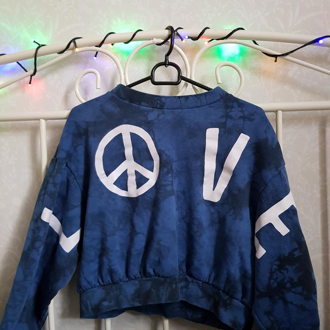 Säljer nu en av mina favorit tröjor pga att den tyvärr inte kommer till användning. Köpt x antal år sedan och är i bra skick då jag knappt använt mig av den. Frakt tillkommer och pris kan diskuteras. . Huvtröjor & Träningströjor.