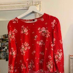 Söt tröja från H&M. Köptes för några år sedan men har inte använts mycket. Köparen står för halva frakten :-)