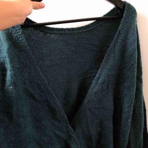 Fin höstfärgs mörkgrön deep back knit från Linn Ahlborgs kollektion med NA-KD, aldrig använd då jag aldrig har användning för den! Passar definitivt en S och M också då den är rätt djup i ryggen och absolut inte tajt utan stretchig<3