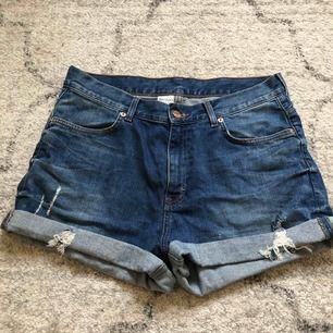 Shorts från Monki i storlek M. Från höften och ner 32cm