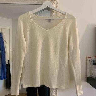 Ett mysig stickat tröja köpt på New Yorker. Är i storlek XS men jag som oftast har S / M kunde ha den. Köparen står för halva frakten :)