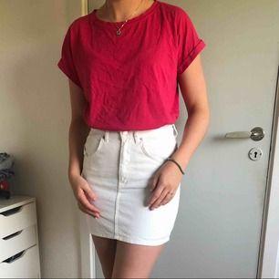 En rosa tshirt i fint skick, använd ca 2 ggr.  Frakt tillkommer