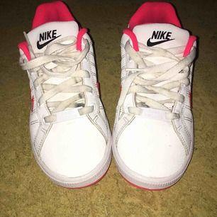 Nike skor rosa söta storlek 36 Frakt på 98 tillkommer