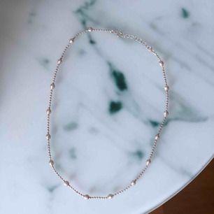 Superfint helt oanvänt halsband i silver, minns tyvärr ej märket på det. ✨