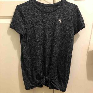 En T-shirt med en knut. Använd rätt så många gånger. Frakt ingår inte i priset.