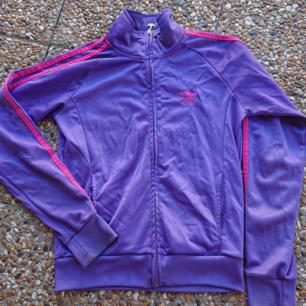 Adidas vintage old school tröja Fint skick rökfritt hem  Size m  Mvh Jessica 💋