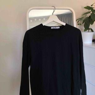 ⭐️Svart, skön, basic tröja från NAKD. Aldrig använd pga. lite liten. Frakt tillkommer. Pris kan diskuteras. Tar swish.⭐️