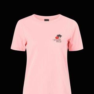 söt t-shirt från gina🌸 frakt ingår i priset❤️