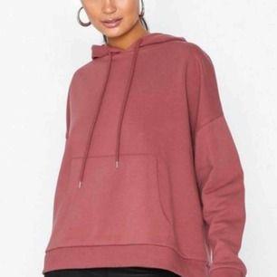 SÖKER denna hoodie från Nelly!