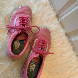 Rosa vans sneakers, köparen står för frakt (63kr) 🌾