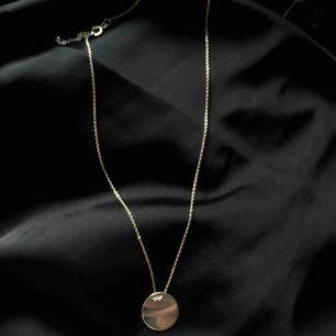 Halsband i äkta silver! Liten eller stor bricka, båda med kort kedja (Lilla 40cm stora 50cm). Skriv för mer bilder. 100kr styck!