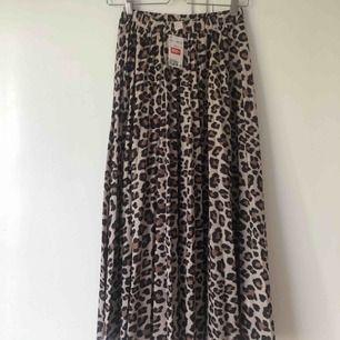 Super snygg leopard kjol som tyvärr aldrig kommer till användning! Super snygg till hösten