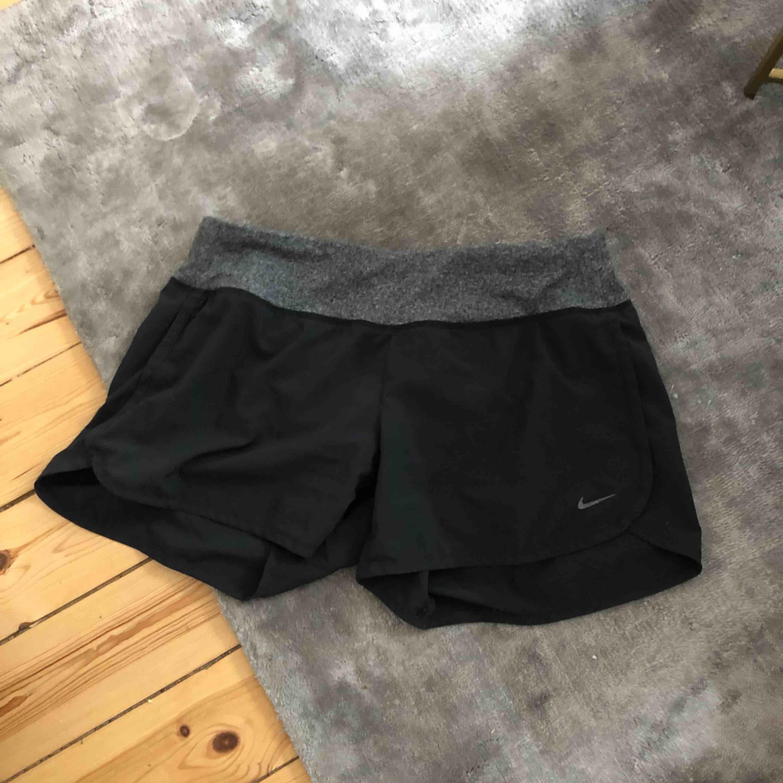 Nike shorts, knappt använda. . Shorts.