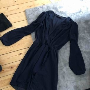Fin klänning från Nelly knappt använd.   Kolla gärna mina andra annonser, garderobsrensning! Köparen står för frakten.