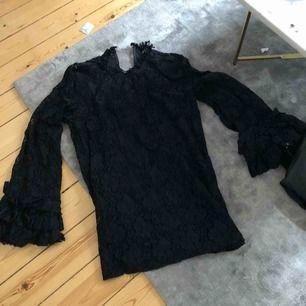Jättefin blus från Zara endast i spets.   Kolla gärna mina andra annonser, garderobsrensning! Köparen står för frakten.