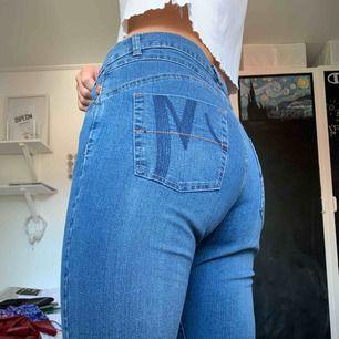 Snygga jeans! Frakt tillkommer