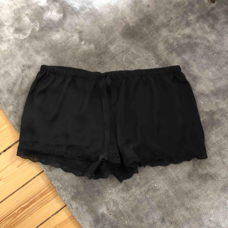 Mysiga PJ shorts från hm med spets . Shorts.