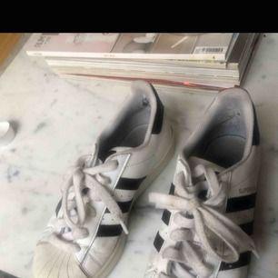 Adidas skor 37   Kolla även mina andra auktioner, garderobrensning! Köparen står för frakten
