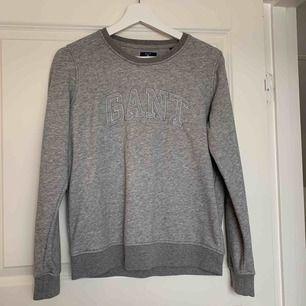 Grå sweatshirt från Gant Aldrig använd Skriv för mer info och bilder