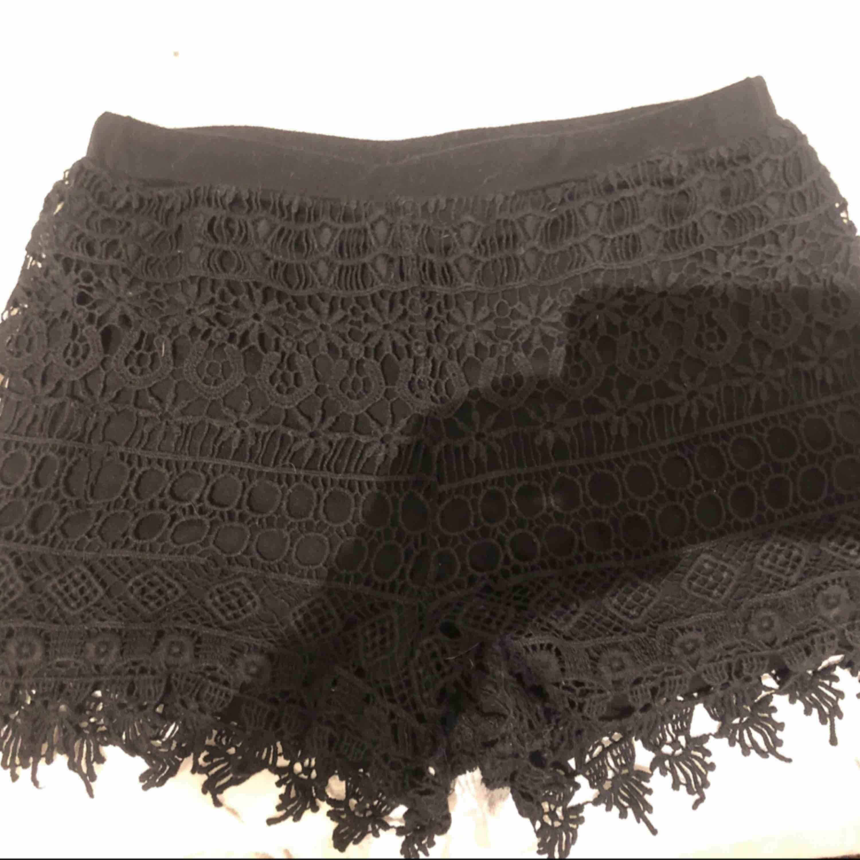 Passar Xs/S. Svarta Tyg-spets shorts. Superfina och bekväma. . Shorts.