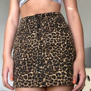 Säljer denna skitsnygga leopardkjol från urban outfitters eftersom den är lite kort för mig som är 175! Står ej för frakt och kan mötas i Sthlm! 🐆🐆