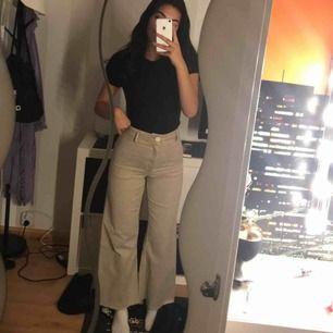 Helt nya jeans från Zara, köpte de för 2 veckor sen och endast testade. Säljer pga att det inte är min stil 🤷🏻♀️