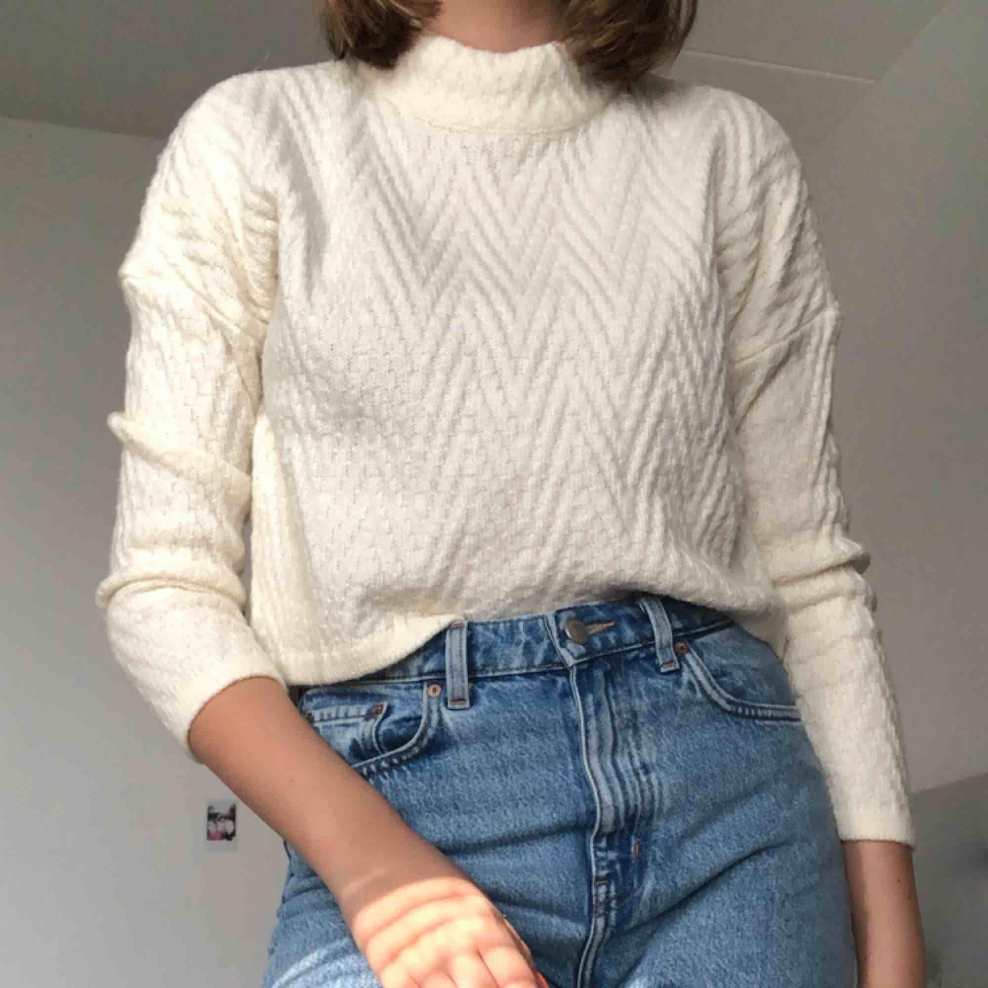 Säljer min fina tjocktröja från Vero Moda! Köparen står för frakt eller så kan jag mötas i Sthlm! :). Tröjor & Koftor.