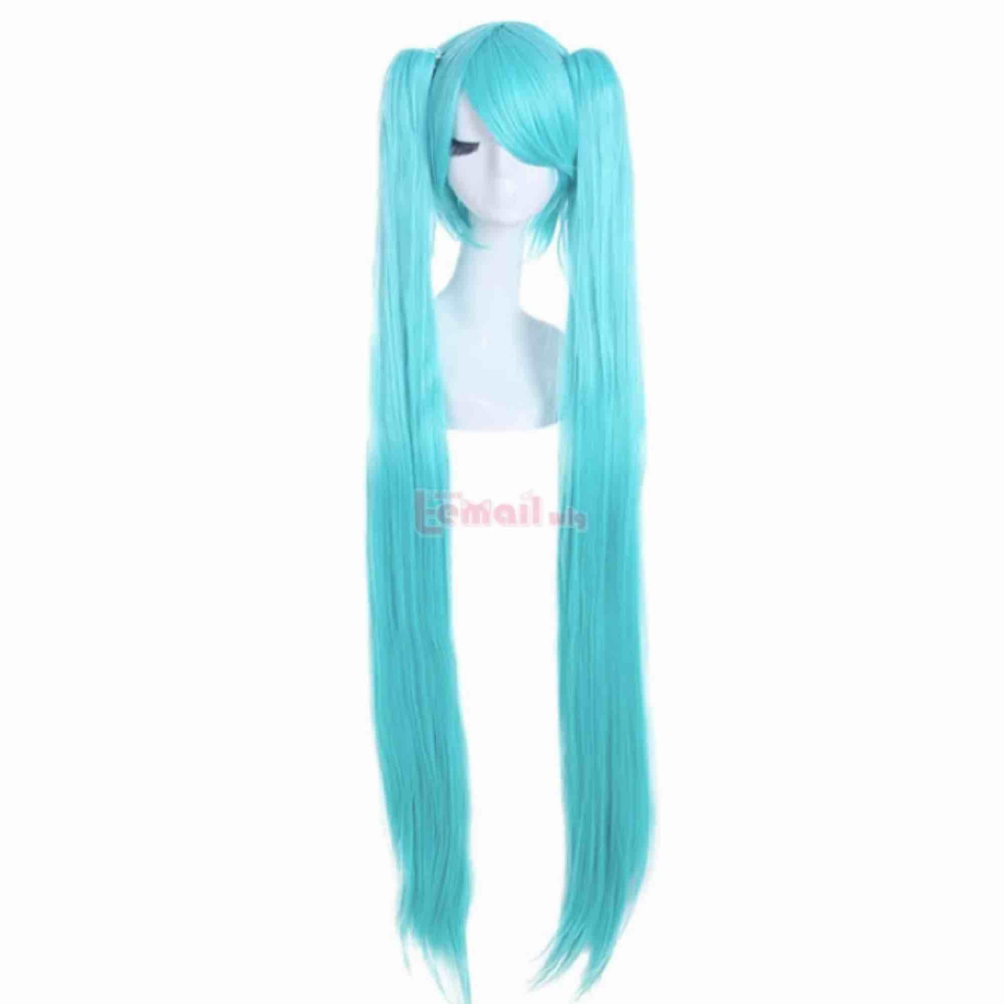 Blå hatsune miku peruk för halloween eller cosplay Kort peruk med två långa tofsar. Hatsune miku wig Bra skick Ställ följer med om så önskas. Accessoarer.