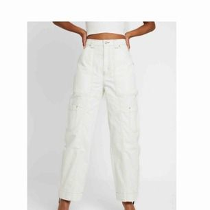 Ett par skitsnygga weekday jeans, de är använda ett fåtal gånger, är i nyskick inprincip. Möts upp i stockholm💕