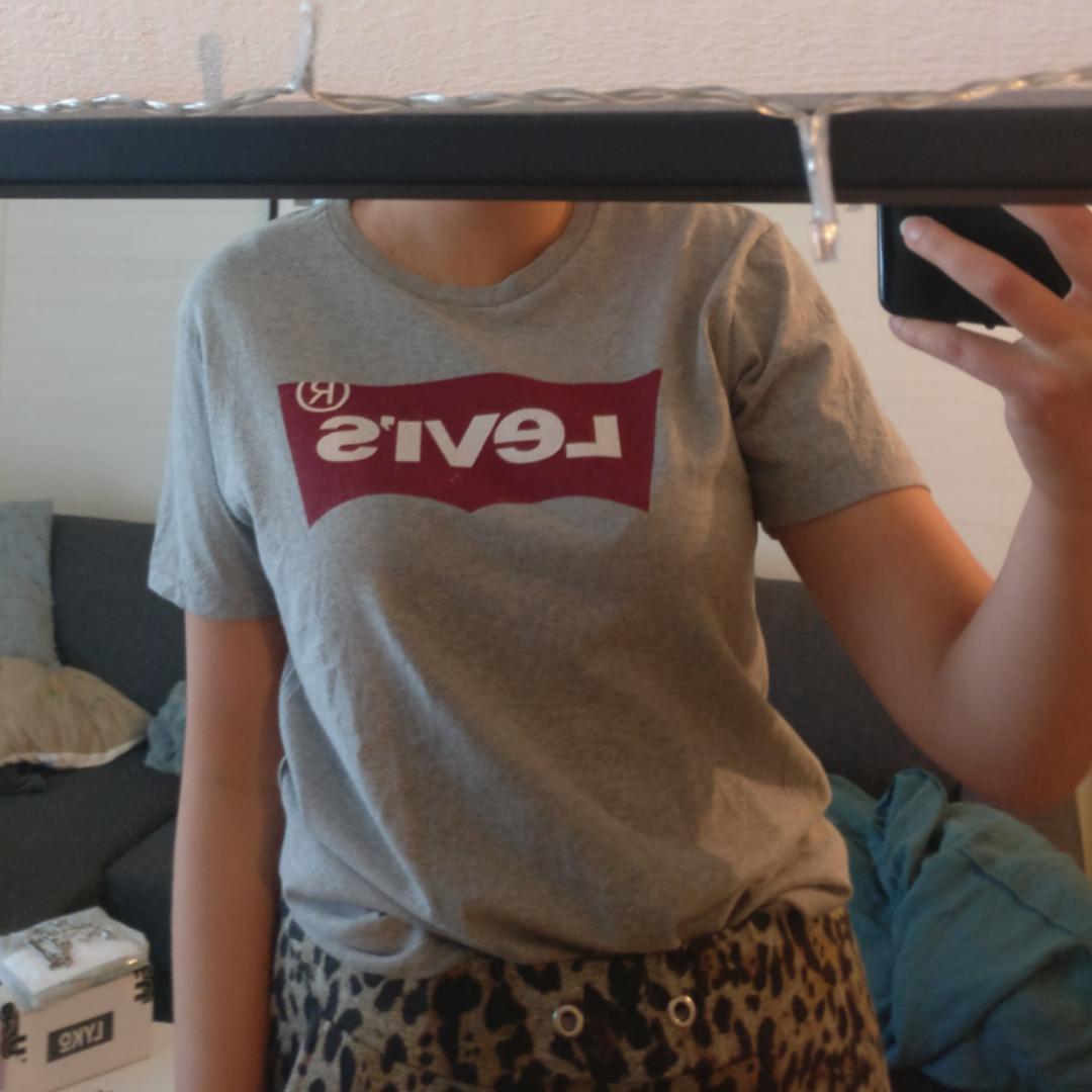 Nästintill oanvänd ☺️ Jättebra skick. Säljer pga garderobsuttensning. Pris kan alltid diskuteras! Du som köpare står för frakt :). T-shirts.
