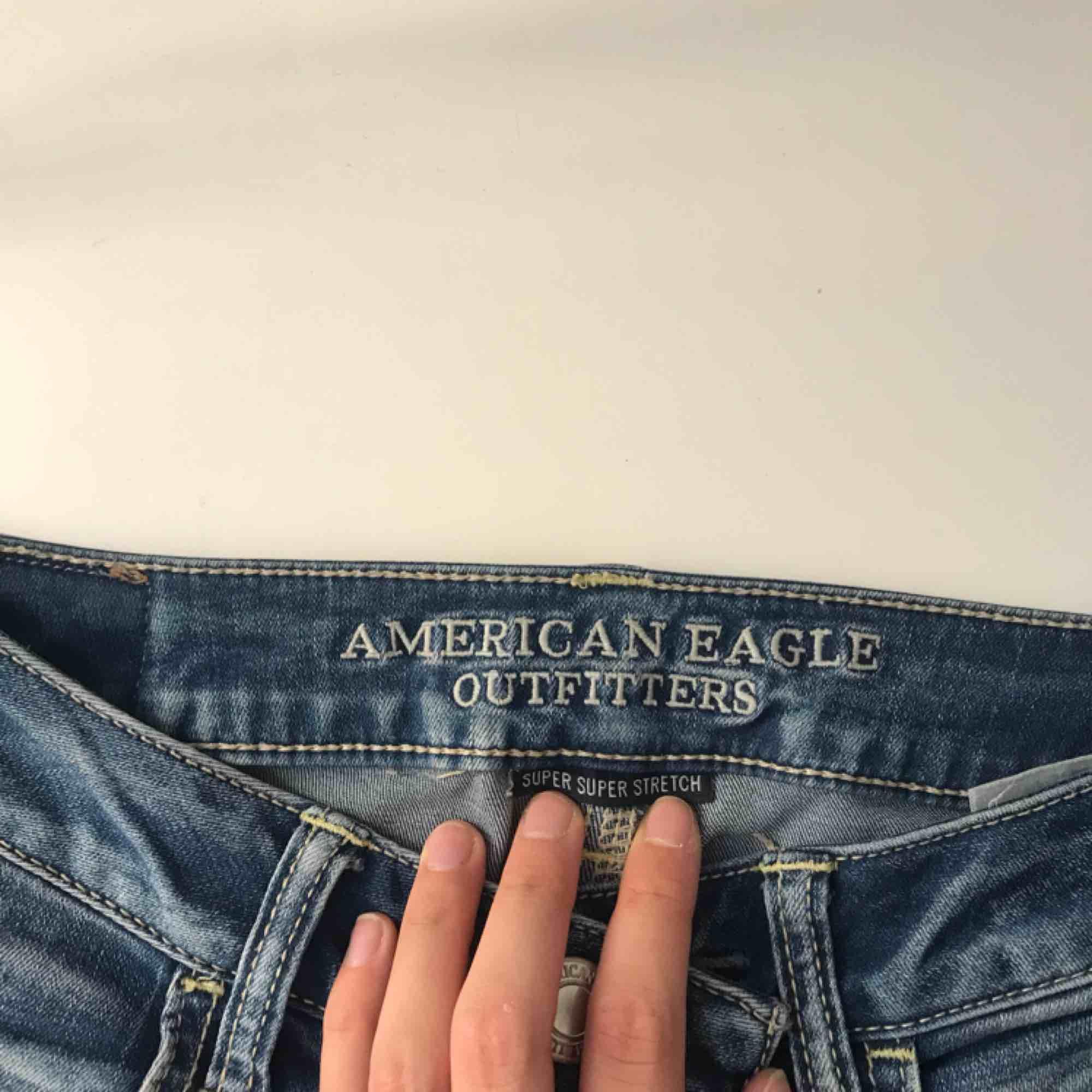 Stretchiga, slitna jeggings från American Eagle, köpta i New York. Storlek UK 6. Jeans & Byxor.