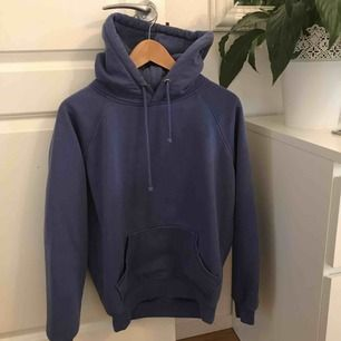 Här kommer en till likadan hoodie från bikbok, denna hoodie är i en fin blå/lila nyans och i storlek XS! Säljer för 150kr +fraktkostnaden🌶😝