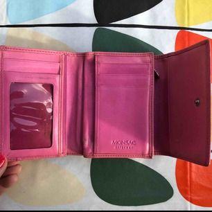 Välanvänd och användbar plånbok (i helt skick!) i rosa!