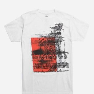 """säljer denna """"never really know how to please you"""" t-shirten. Köpt här på plick och säljer den då jag inte kan ha den, officiell merch:)"""